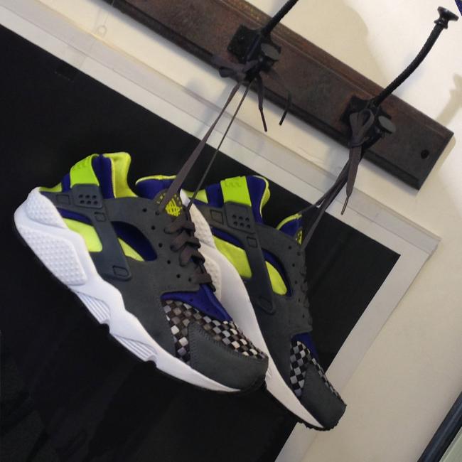 Nike-Huarache-Dark-Grey-Venom-Green-