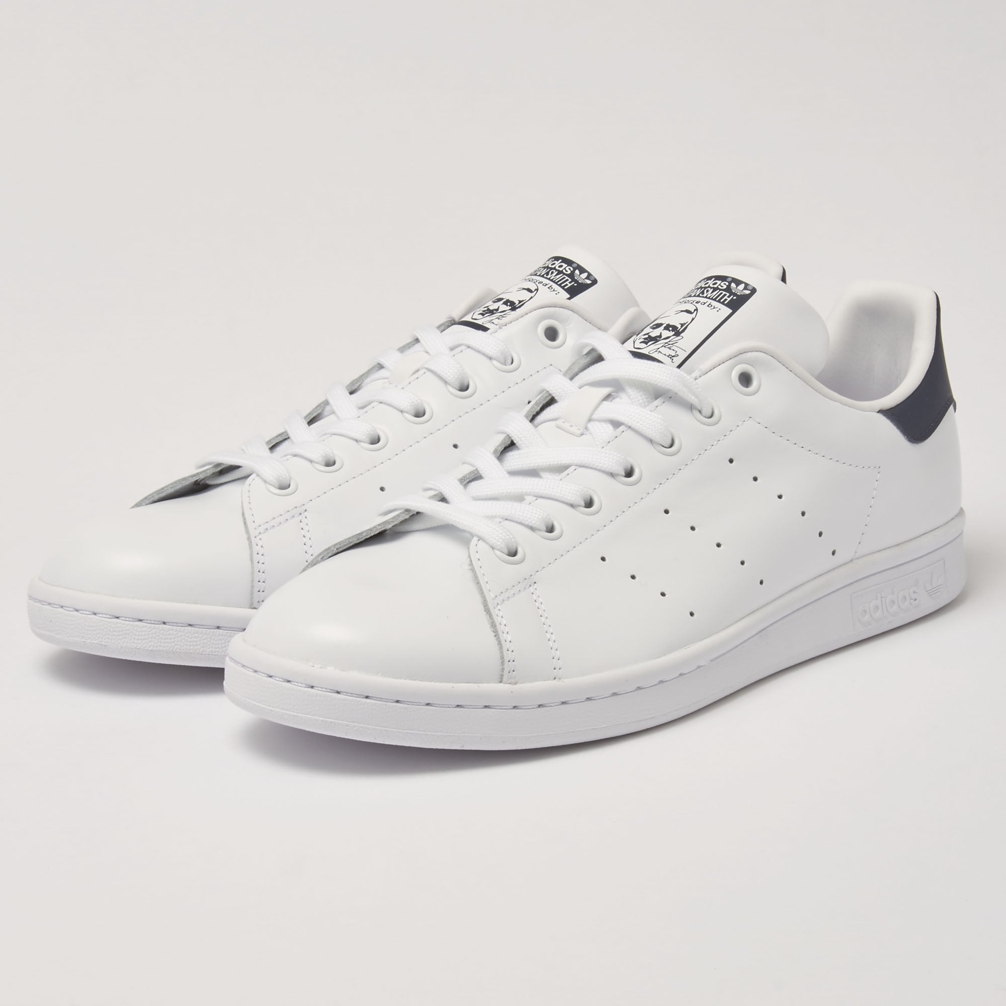 separation shoes aadae 37940 White   Navy Stan Smiths Sneakers